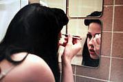 鏡に美人が映ってるんですけど