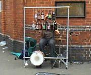 ドラムの位置がヘンなバンド