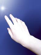 手を握って、抱きしめて