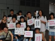 FREE HUGS 名駅交番前