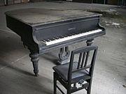 廃墟でピアノ演奏【関東支部】