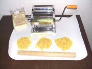 セモリナ粉からパスタを作る