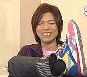 神谷浩史さんの変な色の靴