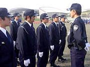 警備員が愚痴や悩みを相談する。