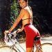 自転車に乗った女性