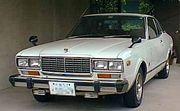 ブルーバード 810型