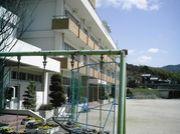五色町の堺にある堺小学校