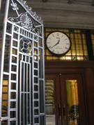 鉄の格子戸や窓枠