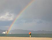 「虹の向こうに」(坂田おさむ)