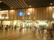 京橋の駅前でまったりしよう。