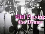 ドラムを叩く女の子★