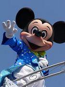 ミッキーマウスと青空。