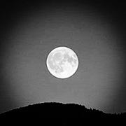 月に影響されます。