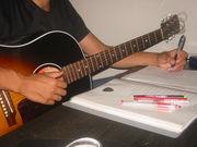 お箸は左でギターは右