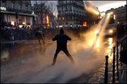 フランスの暴動と反CPEデモ!