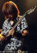 うつむくギタリスト