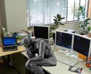 将来が不安なオフィスワーカー