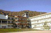 新潟県の湯沢町にある湯沢小学校