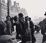 市役所前のキス 1950