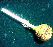 チュッパチャップスの棒を噛む。