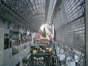 京都駅周辺で働く人々