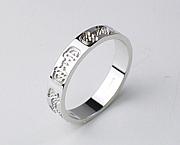 結婚指輪はGUCCIです