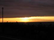 体育座りで夕日を眺める会