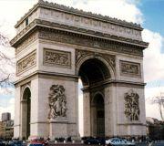 パリの凱旋門にオーラを感じる!!