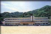 二木生小学校