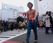 渋谷の交差点を恥ずかしく渡ろ。