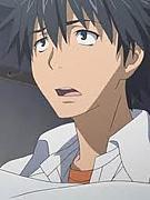 黒髪短髪垂目男子