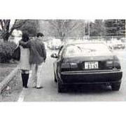 女性に車道側を歩かせない