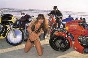 珍しいカウル付バイク