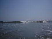 平日休みでサーフィンをする人