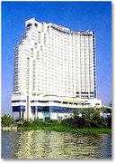 ホテルは川沿いリバーサイド