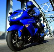 青いバイクに乗ってます!