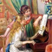 ピアノを弾く女の人
