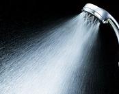 シャワーを出した瞬間の冷水!
